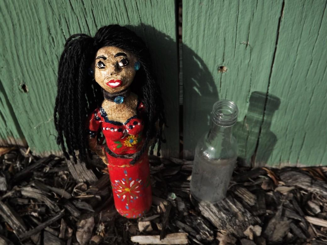 chicanita y botella sola