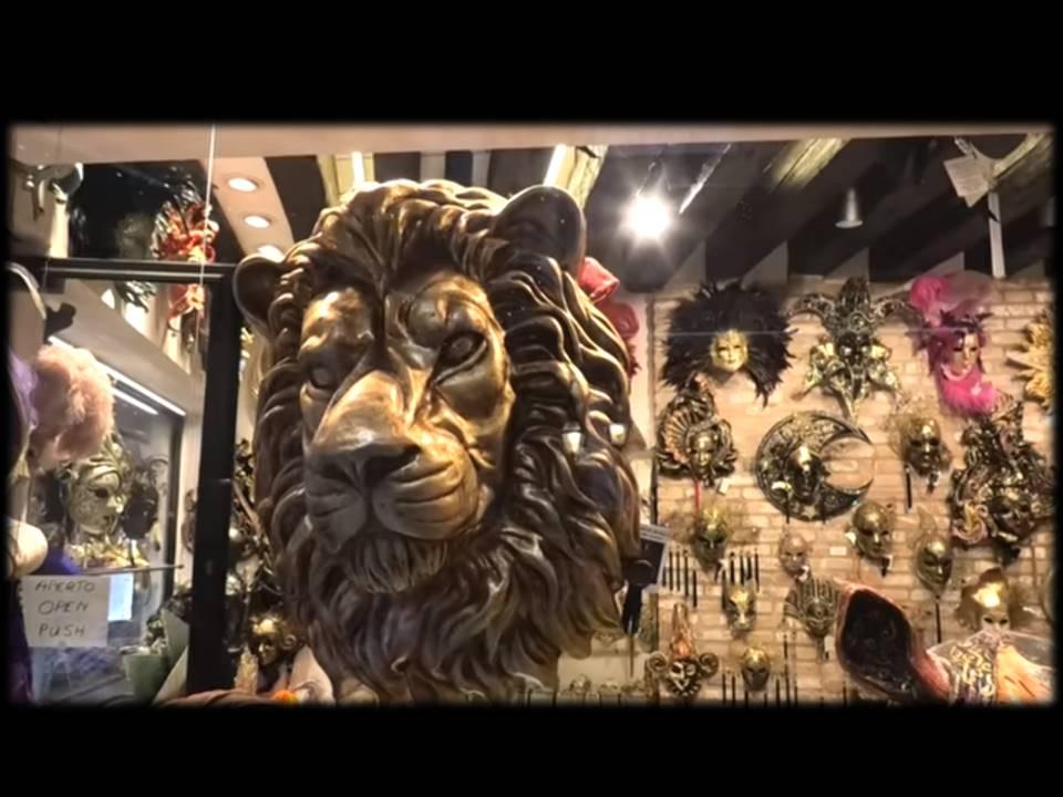 @león en tienda de máscaras
